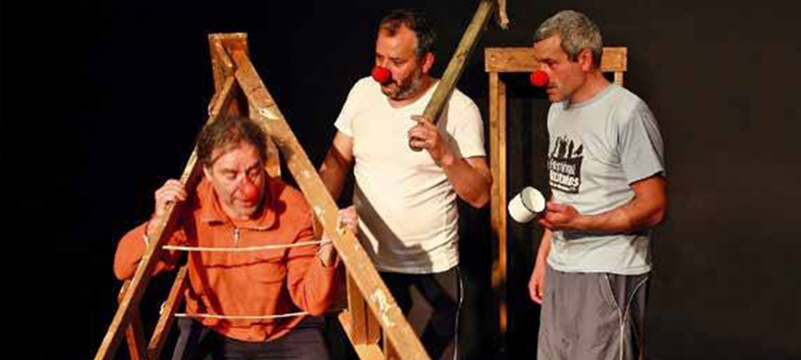 "Teatro do Montemuro estreia ""Os 4 'Clowns' do Apocalipse"""